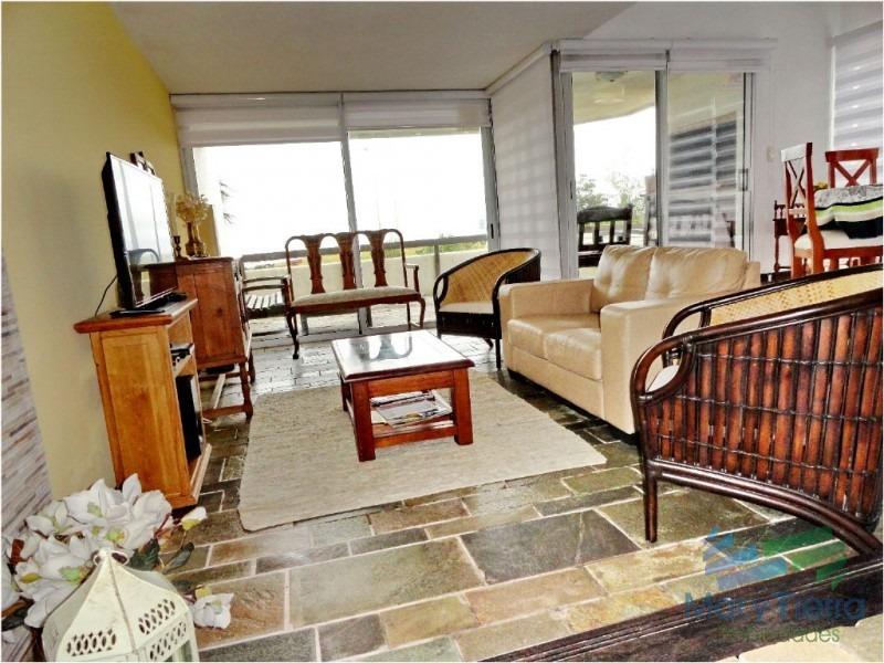 vendo apartamento 3 dormitorios, en primera línea frente al mar, playa mansa, pinares, punta del este.-ref:1438