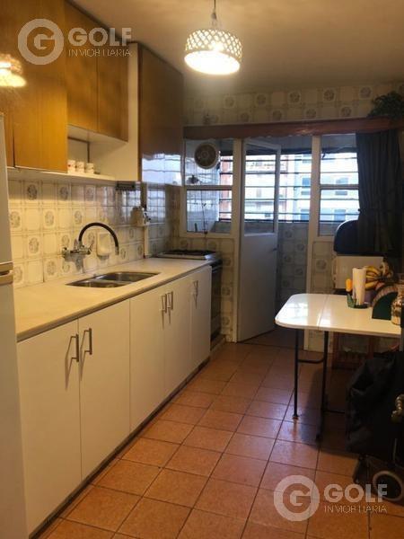 vendo apartamento de 3 dormitorios, cocina definida, garaje fijo, rodeado de servicios, punta carretas