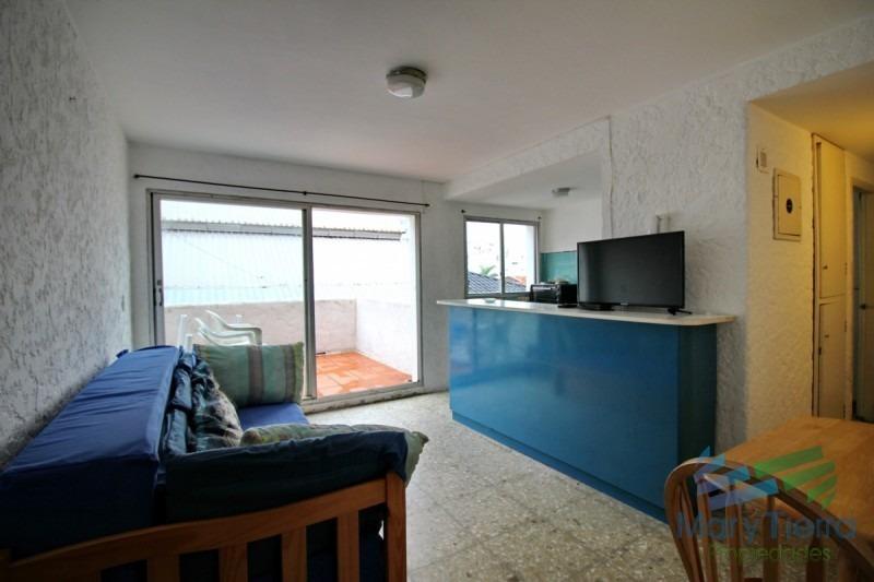 vendo apartamento en península, sobre gorlero. punta del este.-ref:437