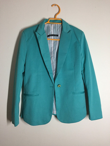 vendo blazer color turquesa talla m