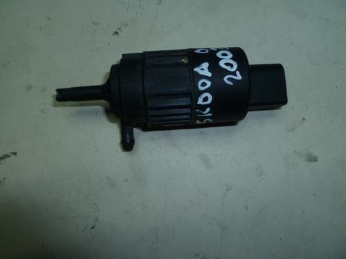 vendo bomba  lavado de parabrisas de skoda octavia, año 2003