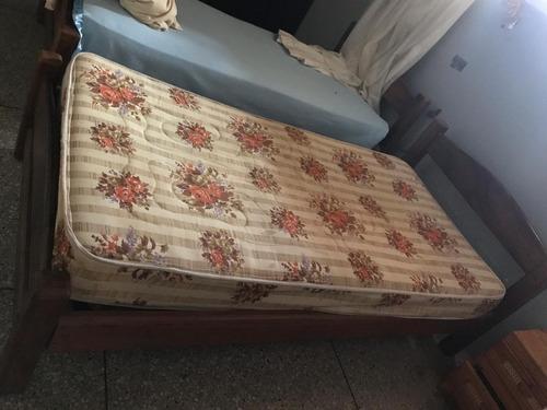 vendo cama individual  de  madera  con  colchon