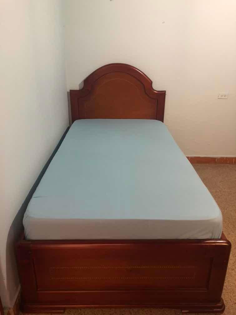 vendo cama pequeña de 100x180 de largo