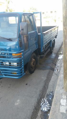 vendo camion daijatsu año 2000 presio 540 negociable