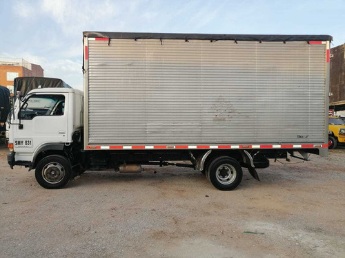 vendo camion furgon nissan ud 41 modelo 2009