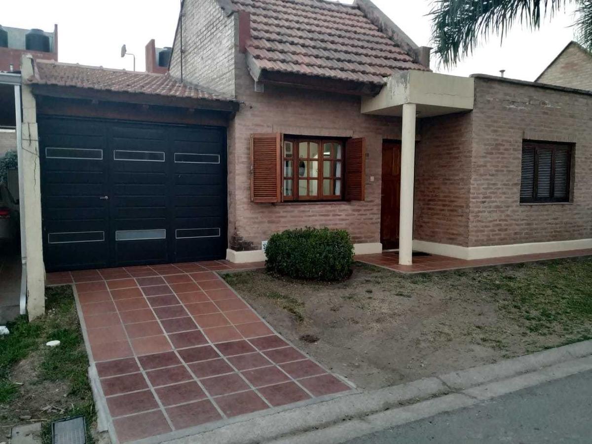 vendo casa 2-d con patio  palmas de claret