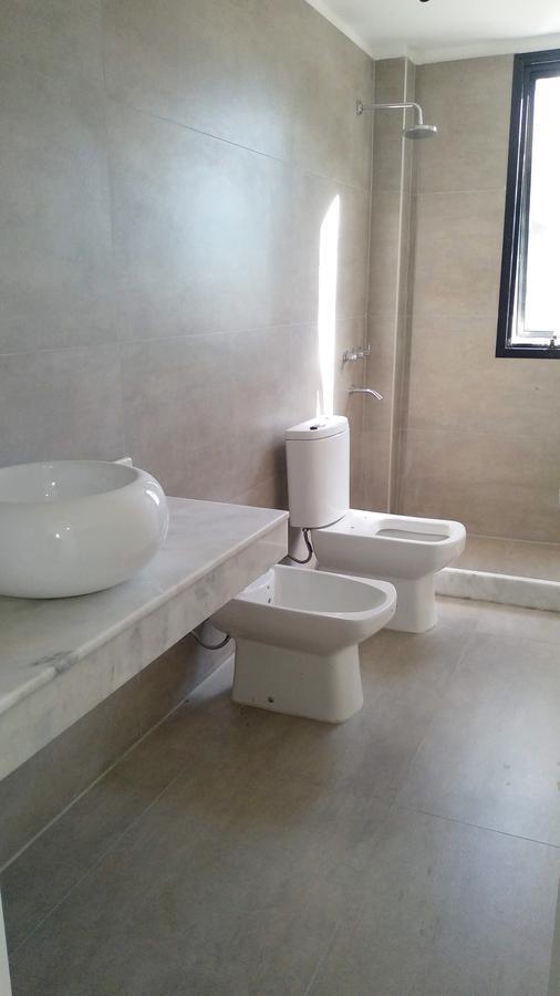 vendo casa 3 dorm. 2 baños lindo terreno en  las cañitas barrio privado