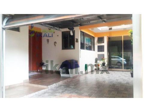 vendo casa 3 rec col. sipeh animas xalapa veracruz, se encuentra ubicada en la zona de mayor plusvalía cerca de plaza américas, sams club y home depot en la colonia sipeh animas, cuenta con sala, com