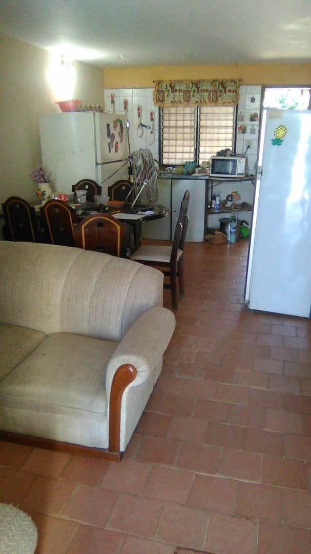 vendo casa 3h 2b 4p placa 285 mts2 urb villa baralt cercada