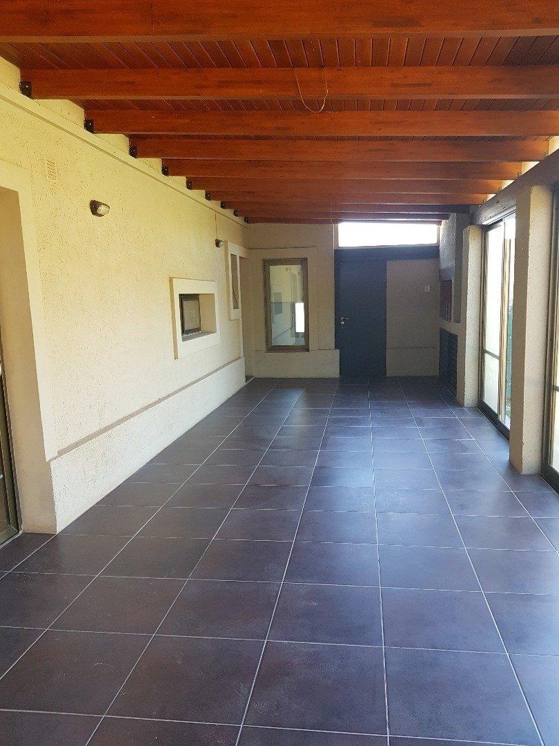 vendo casa 4 dormitorios chacras de la villa-villa allende