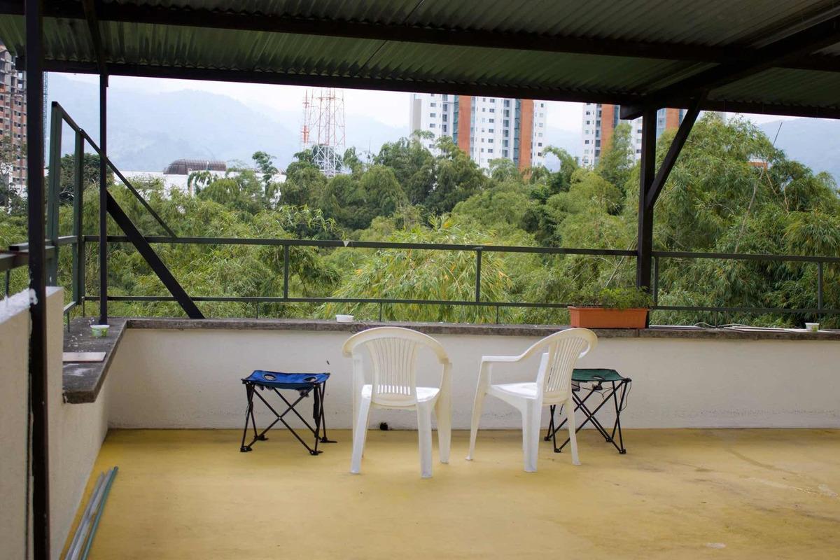 vendo casa 4 niveles y terraza