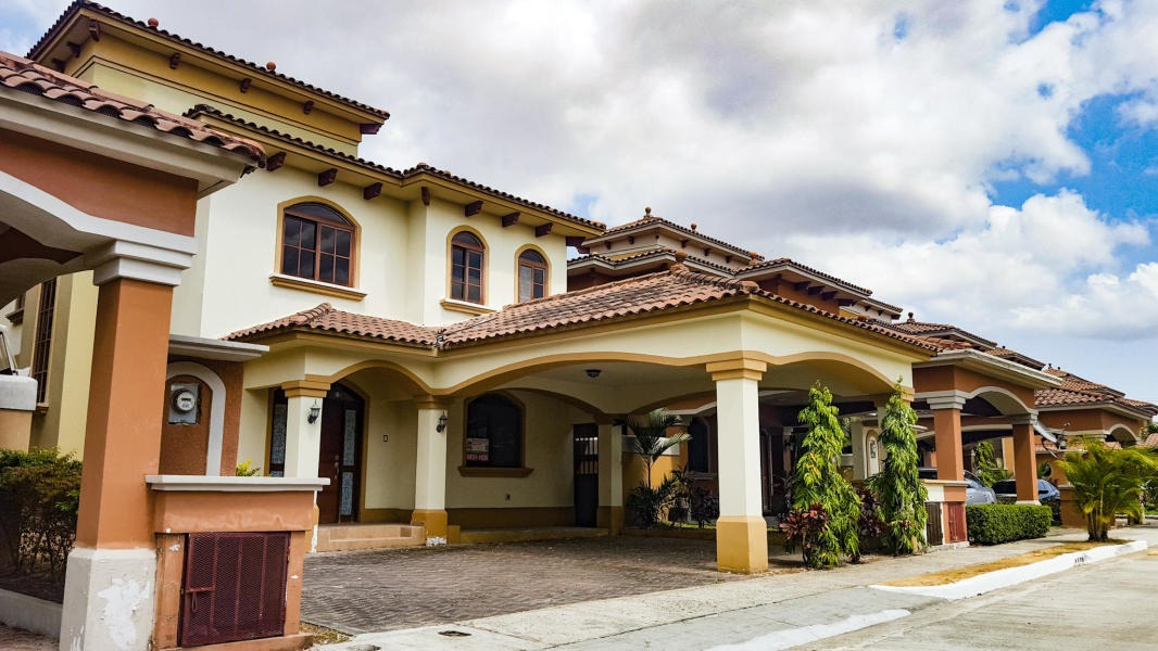 vendo casa amoblada en el doral, costa sur 19-2860**gg**