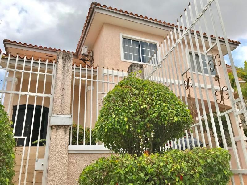 vendo casa amoblada en fuente del fresno, altos de panamá