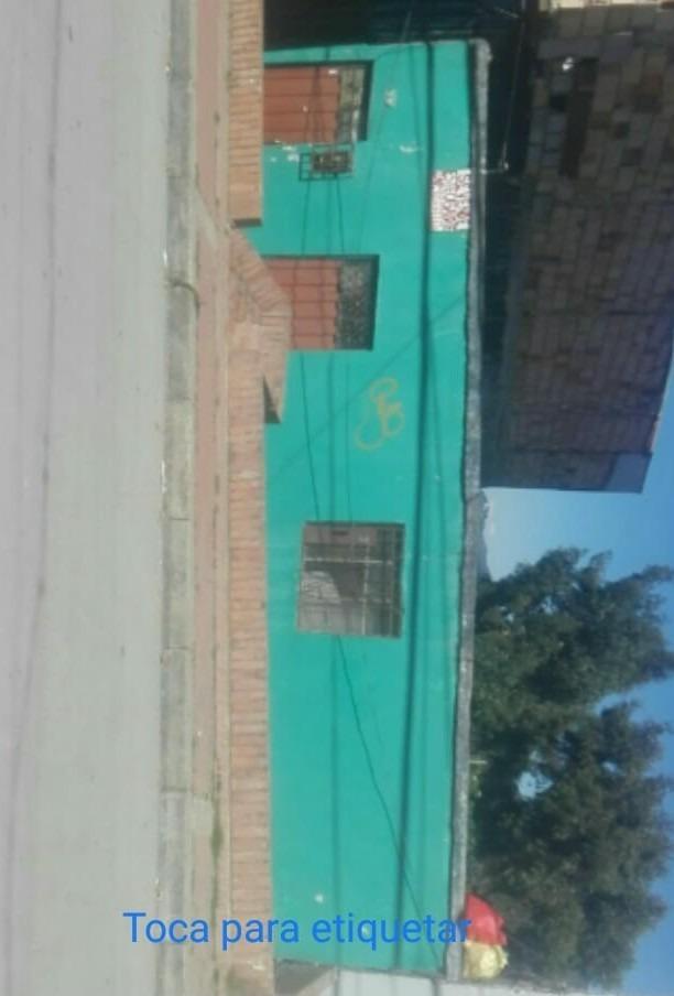 vendo casa barrio juan rey dos casas cerca a la via principa
