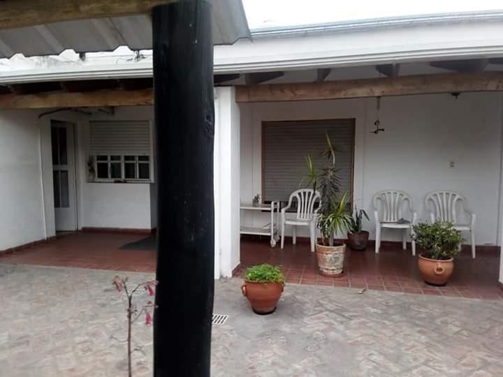 vendo casa chivilcoy 2 dorm, garaje, quincho, parri y pileta