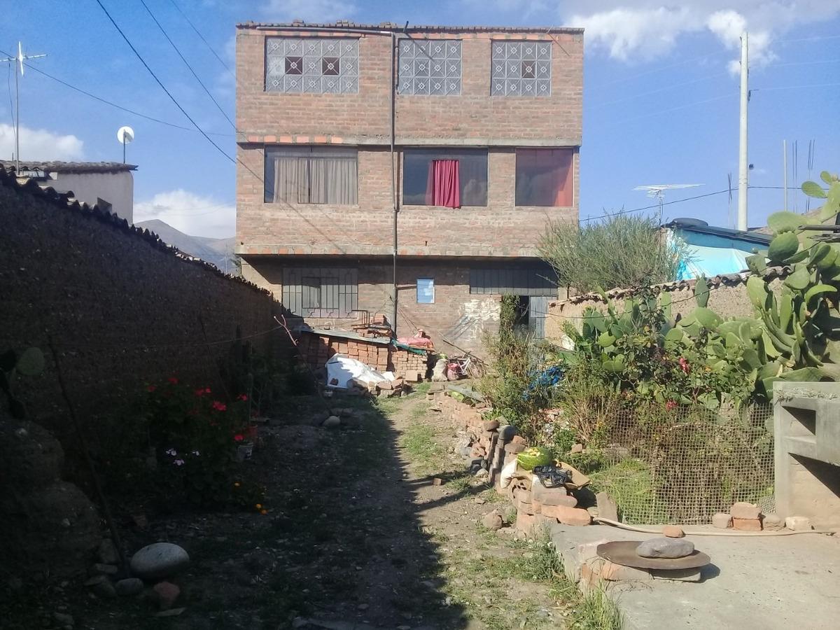 vendo casa con 3 departamentos + terreno libre