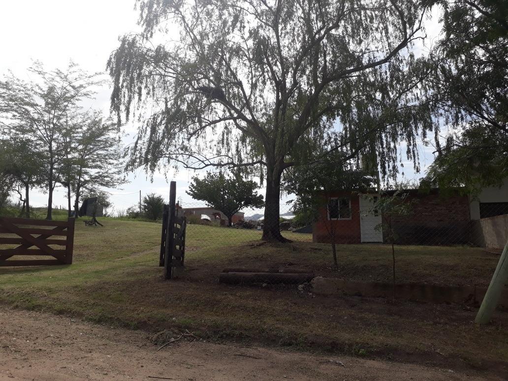 vendo casa con amplio terreno y buena vista a las sierras