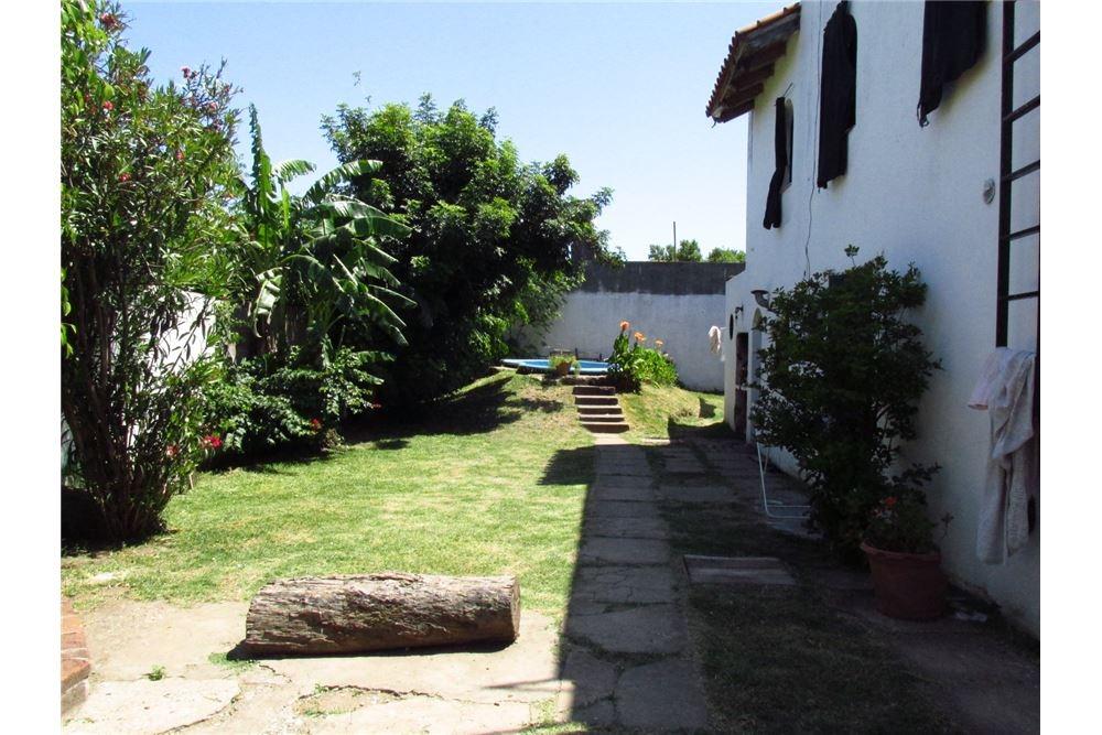 vendo casa con jardín