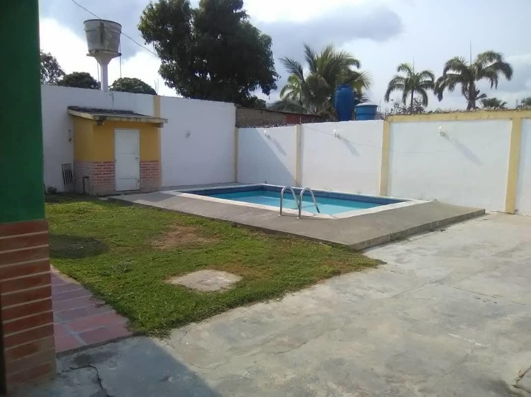 vendo casa con piscina en el playon de ocumare.  04128849675
