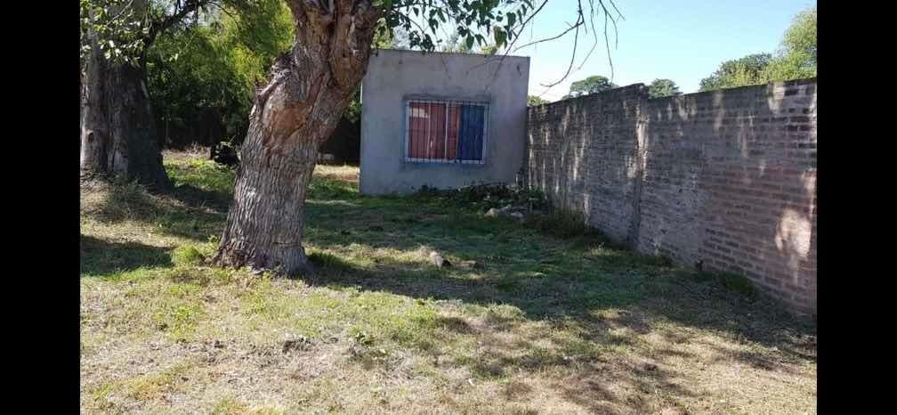 vendo casa con terreno de 400mts2 esq. con escritura
