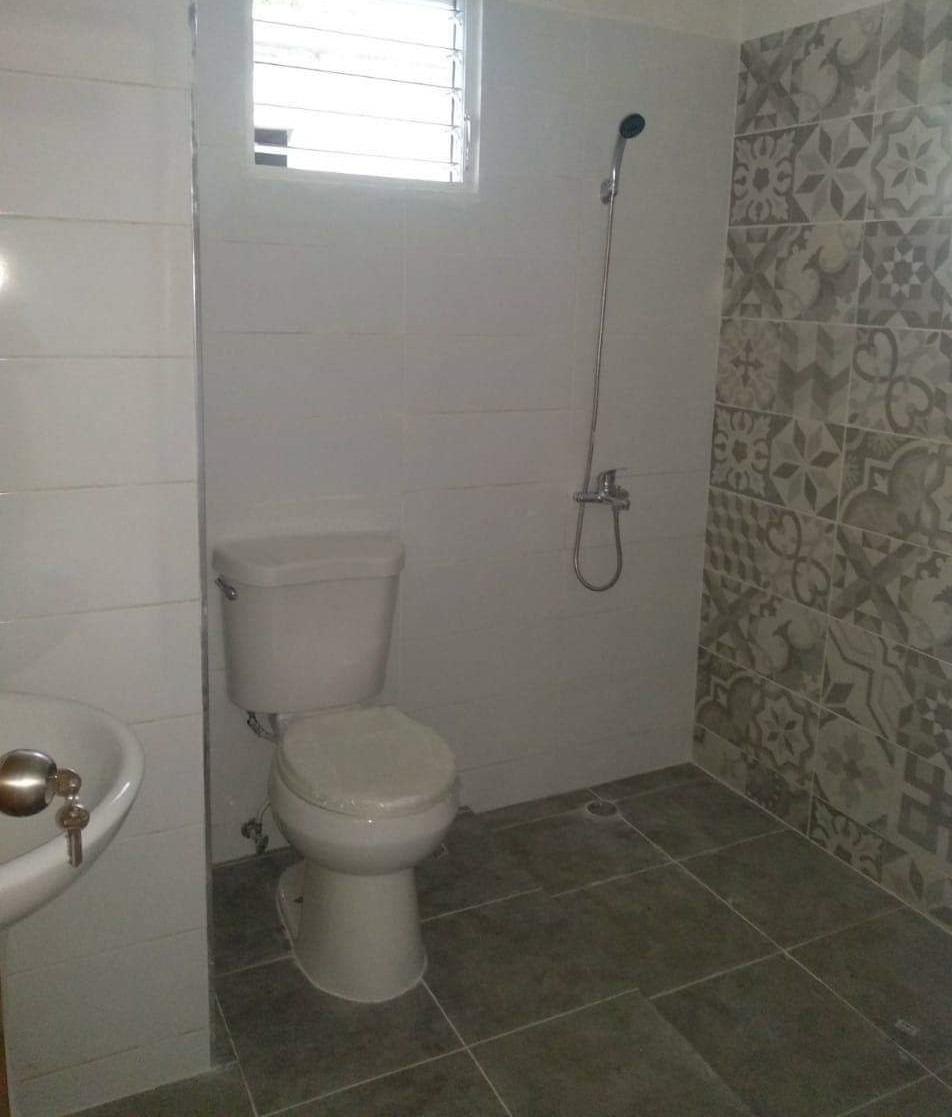 vendo casa de 2 niveles en canastica, san cristobal
