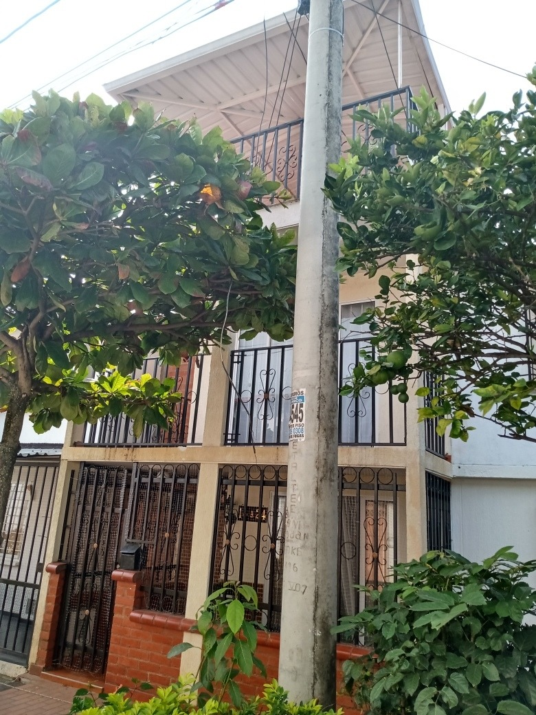 vendo casa de 3 plantas en terranova