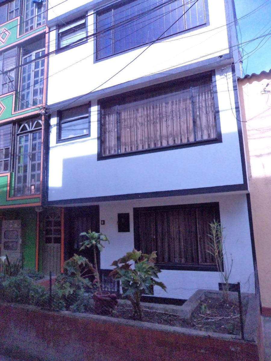 vendo casa de cuatro niveles para familia numerosa
