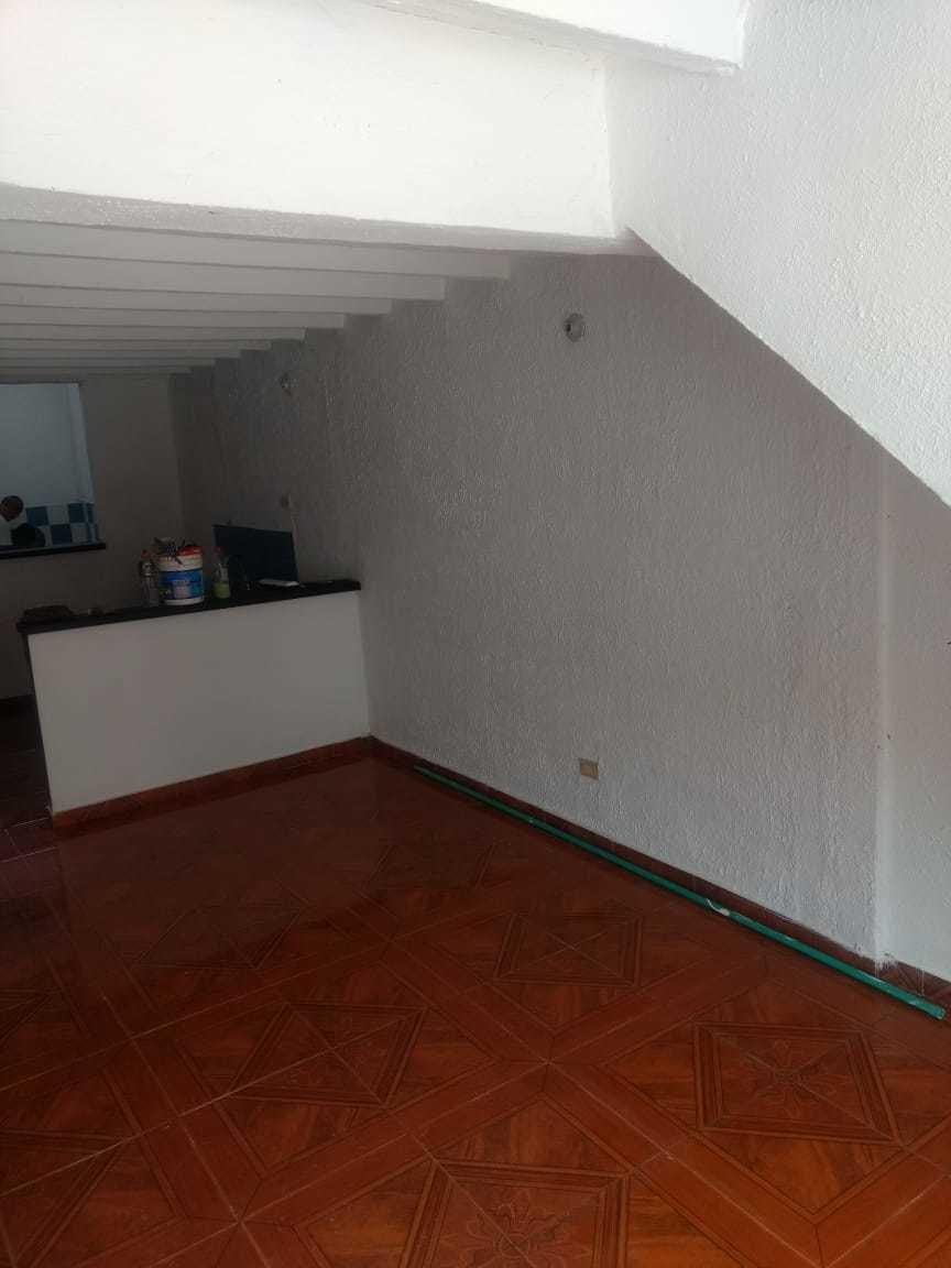 vendo casa de dos pisos cada apto tiene tres cuartos sala co