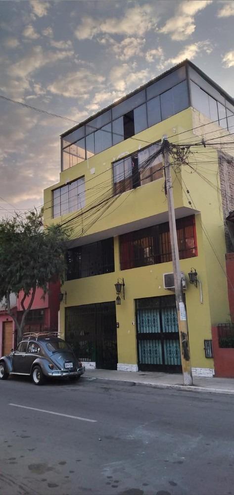 vendo casa en barranco de 4 pisos