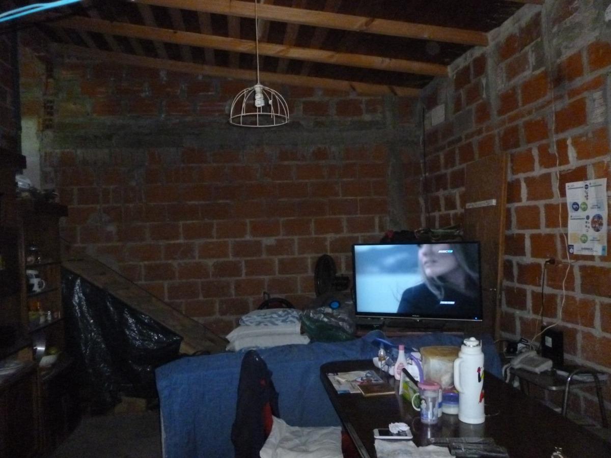 vendo casa en burzaco tmo vehiculo esc. propuesta