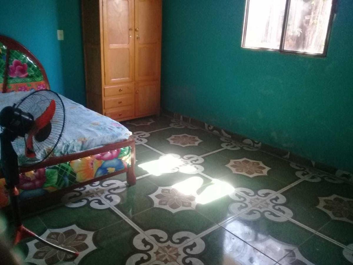 vendo casa en coronel oviedo, barrio vista alegre. m6003.