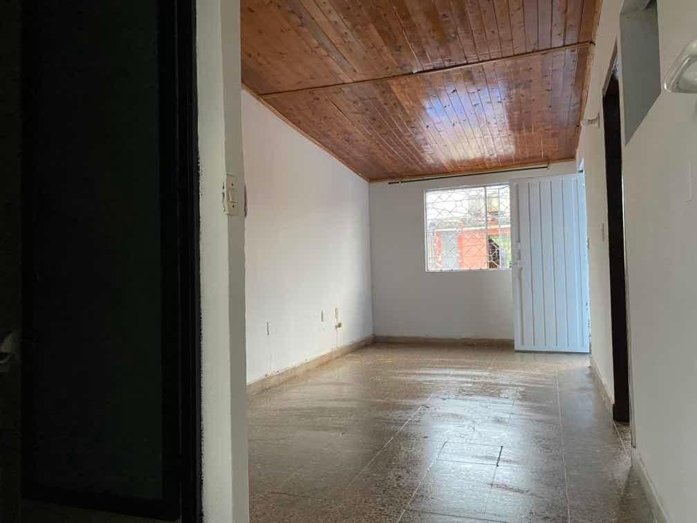 vendo casa en el 2do piso amplio en el barrio el rocio