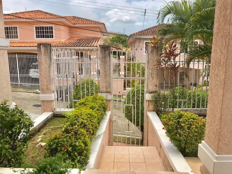 vendo casa  en fuente del fresno, altos de panamá 19-3171*gg