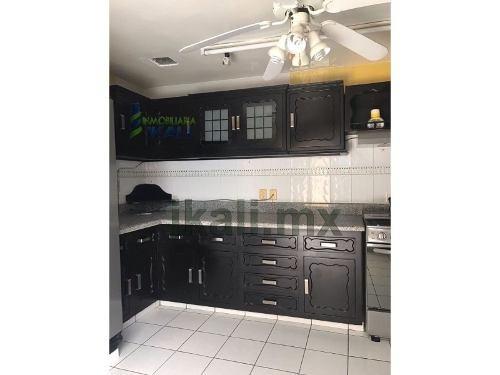 vendo casa en la colonia méxico poza rica veracruz 4 recamaras, se encuentra ubicada en la colonia méxico, cuenta con sala, comedor , cocina integral, 4 recamaras, 4 baños completos, cuarto de servic