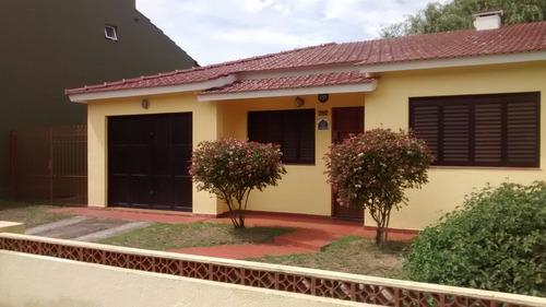 vendo casa en lote propio con garaje  metros av 79 centro