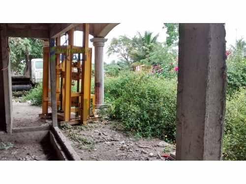vendo casa en obra negra en colonia las delicias en tuxpan, veracruz, se encuentra ubicada en la calle cedro s/n, las medidas de construcción son de 340 m² y de terreno cuenta con 500 m², tiene sala,