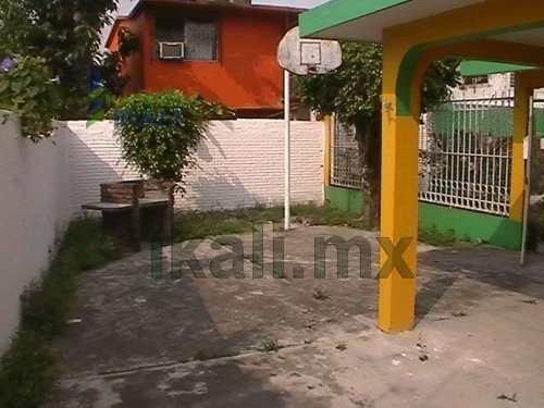 vendo casa en tuxpan veracruz 2 pisos 2 rec. cerca de soriana, casa ubicada en la calle 5 de diciembre andador a del infonavit ctm de la ciudad de tuxpan veracruz, cuenta 2 recamaras, 2 baños, calent
