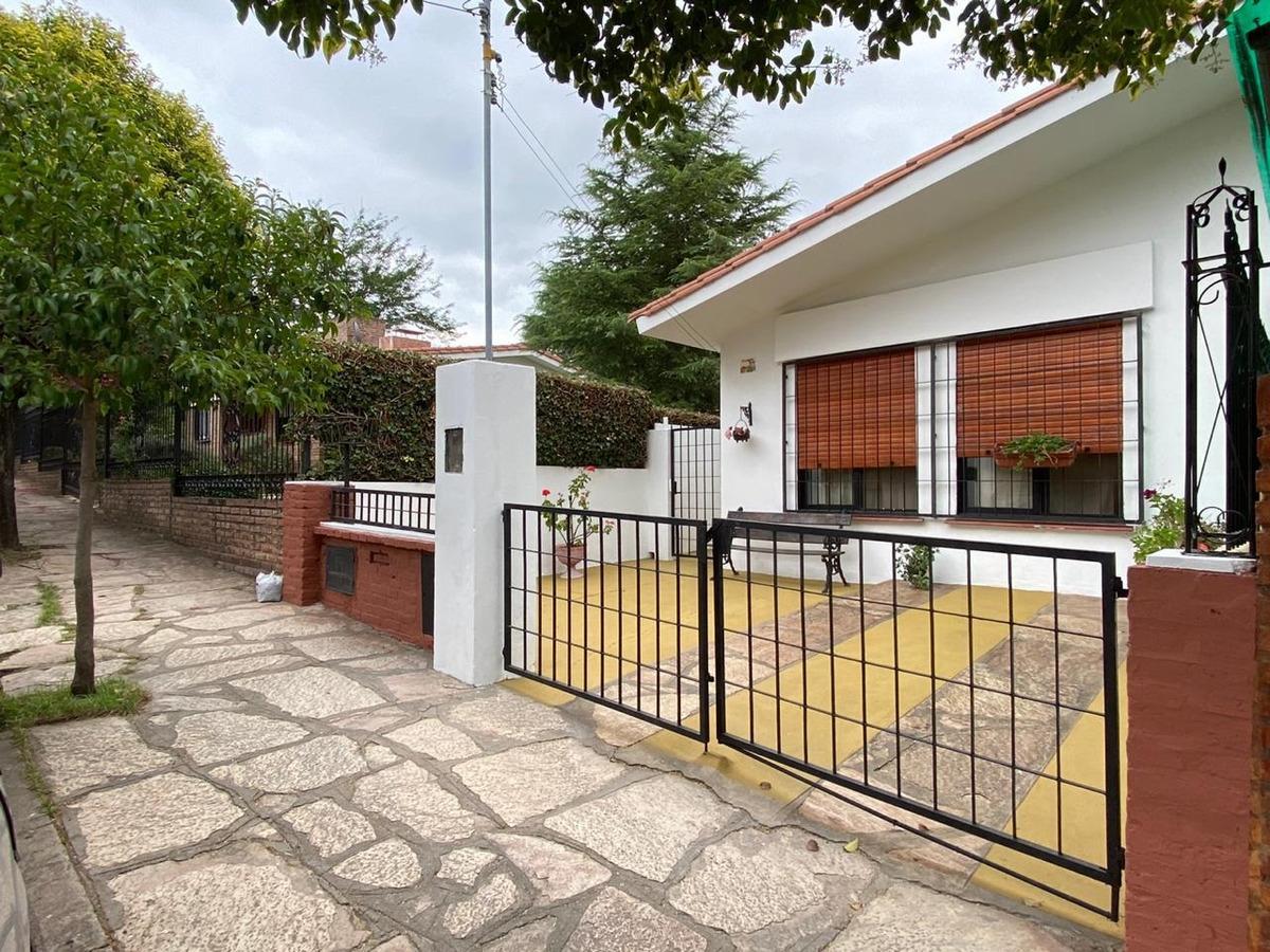 vendo casa en villa carlos paz