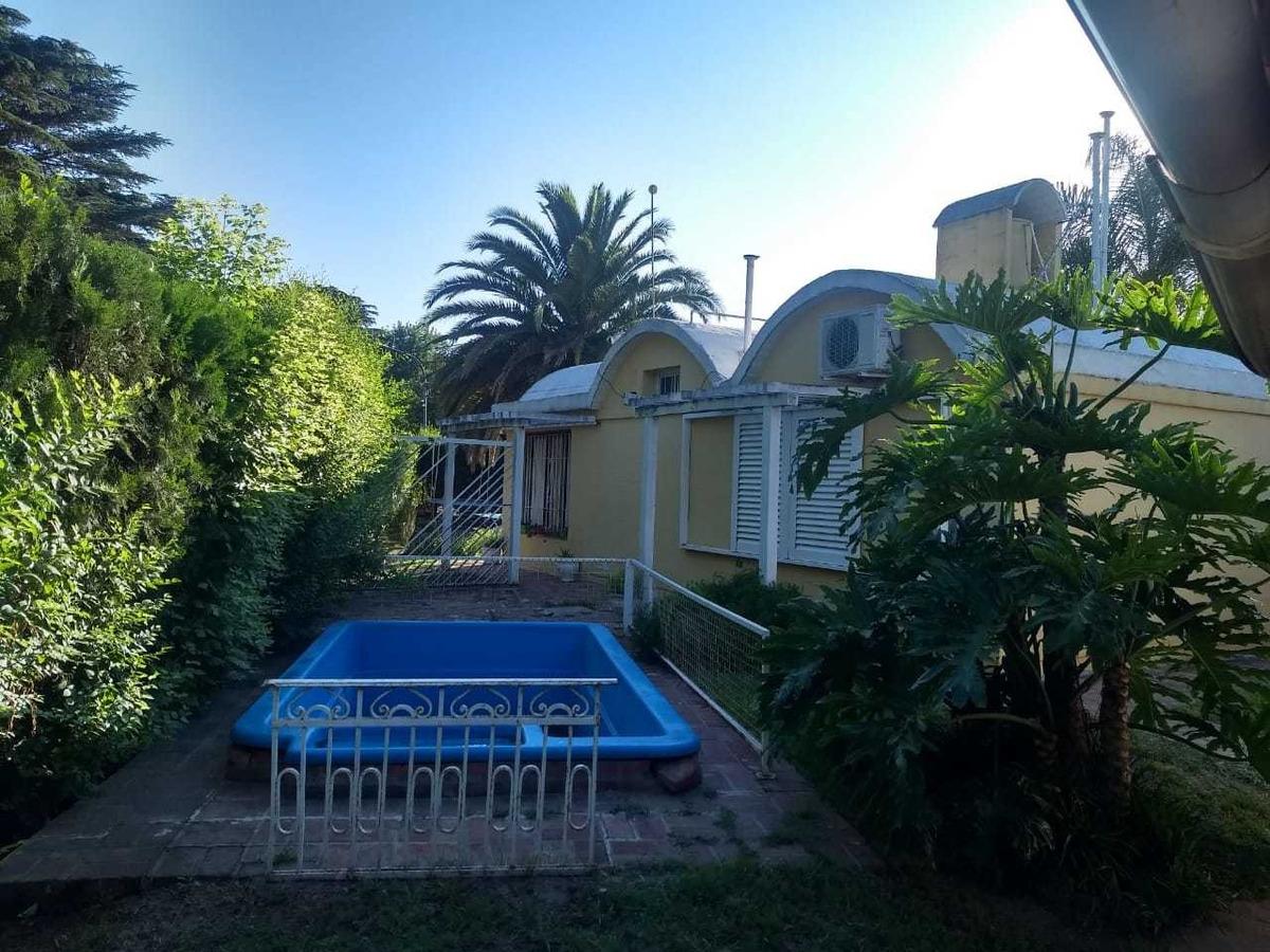 vendo casa en villa rumipal sobre avenida principal.! centro
