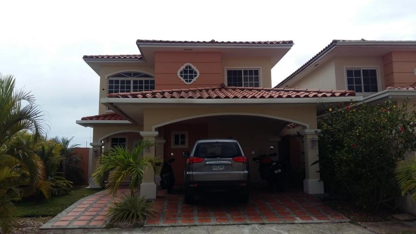 vendo casa exclusiva en ph villa valencia, costa sur 17-1448