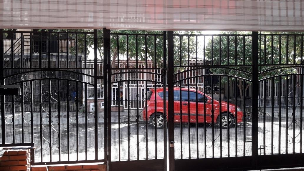 vendo casa  frente ala policlínica cerca hospital canaima