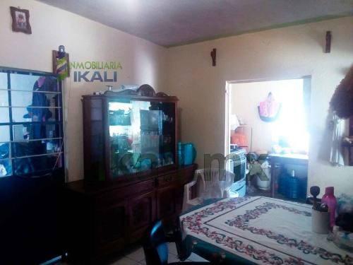 vendo casa pequeña col las lomas tuxpan veracruz 1 recámara, se encuentra ubicada a unas calles de los centros comerciales wal mart y sams en la colonia las lomas, cuenta con 66.98 m² de construcción