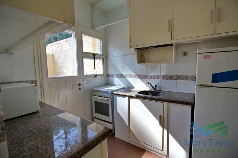vendo casa ph tipo apartamento, de 2 dormitorios, reciclado, en san rafael, punta del este.-ref:2801