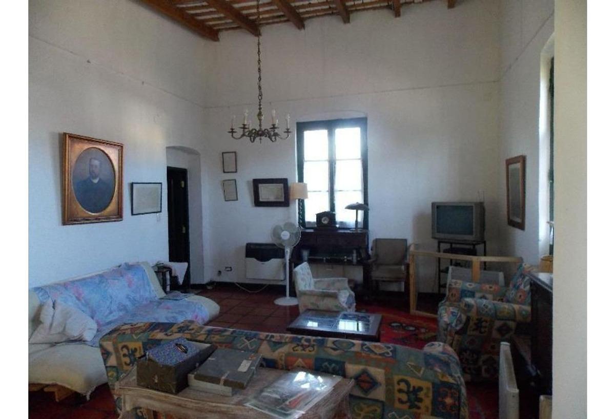 vendo casa quinta estilo antiguo con amplio lote y excelente