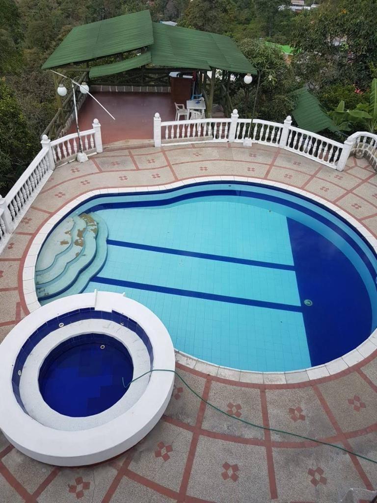 vendo casa quinta moderna con piscina en mesitas del colegio