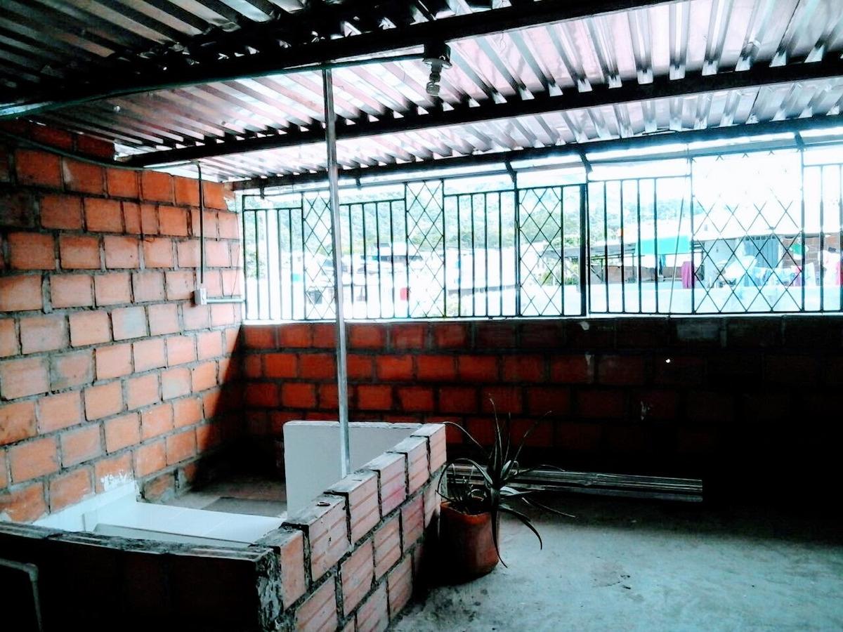 vendo casa recién remodelada, con 4 alcobas, 4 baños, jacuzi