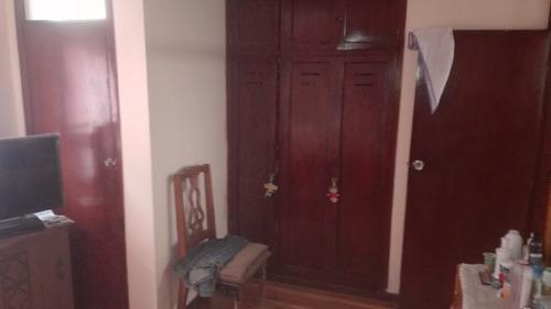 vendo casa rentera  3 departamentos 1 local sector u central