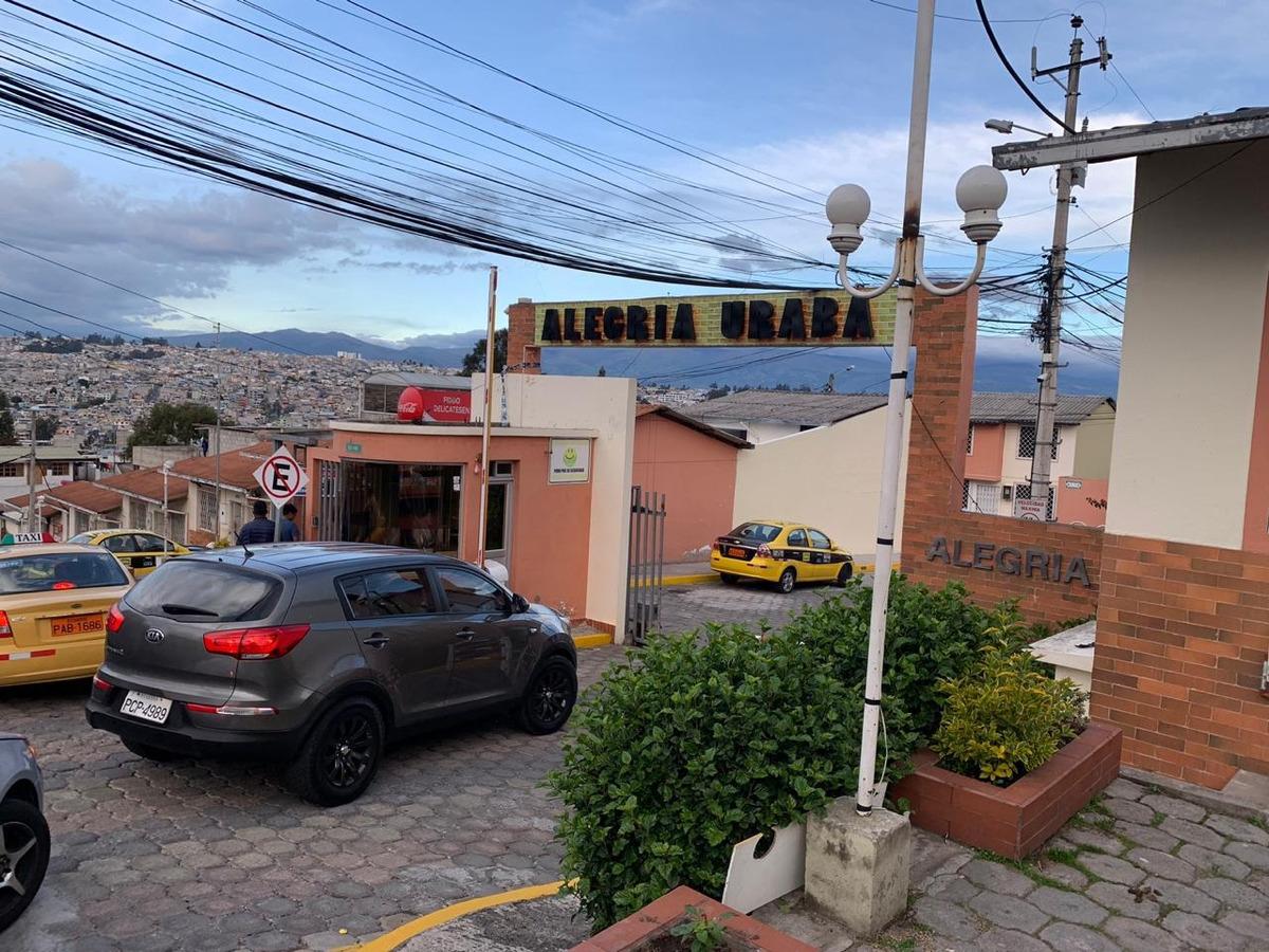 vendo casa sector intercambiador carcelen 2 pisos