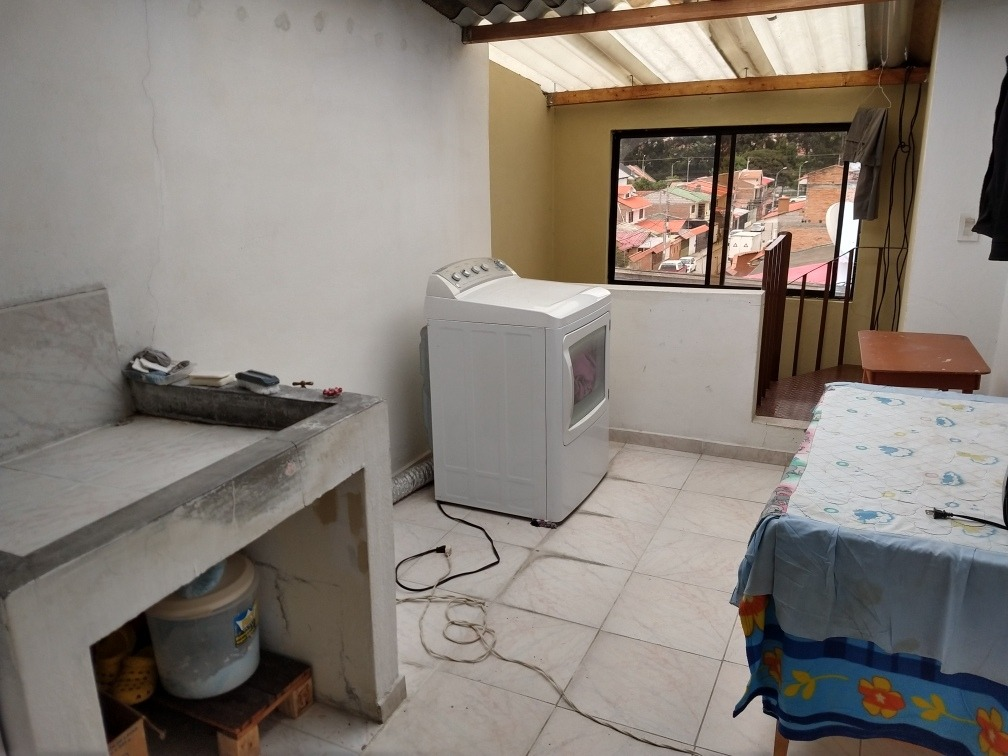 vendo casa ubicado en ciudadela tomebamba