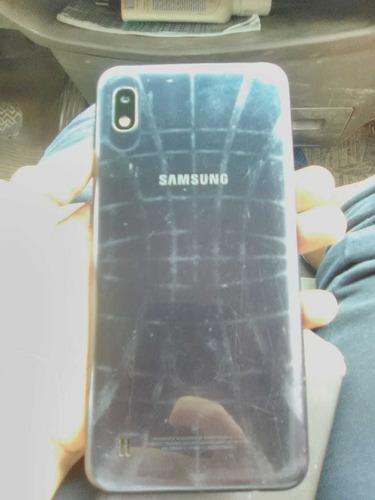 vendo celular samsung a10(con la pantalla rota)